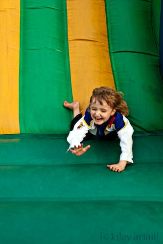 Vivi bouncy slide5 sm
